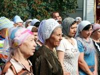 Молящиеся на крестном ходе