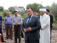 Слово акима района перед закладкой первого камня в основании мечети