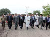 На пути от места строительства мечети к месту закладки храма