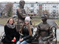 Скульптура в честь персонажей романа «Евгений Онегин»
