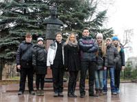 Памятник лётчику-космонавту В. А. Шаталову