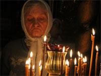 Молитва пожилой прихожанки
