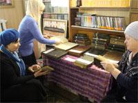 В библиотеке Храма Всех Святых