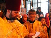 Отец Николай молится о здравии