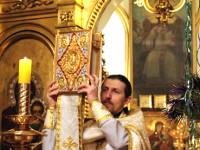 Благословение прихожан святым Евангелием