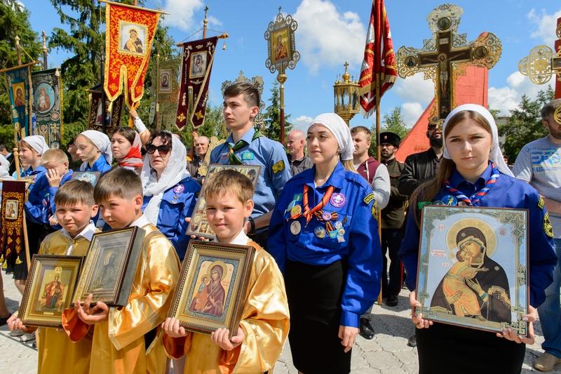 САМЫЙ БОЛЬШОЙ КРЕСТНЫЙ ХОД КАЗАХСТАНА В ПРАЗДНИК АПОСТОЛОВ ПЕТРА И ПАВЛА СОВЕРШЕН В ПЕТРОПАВЛОВСКЕ