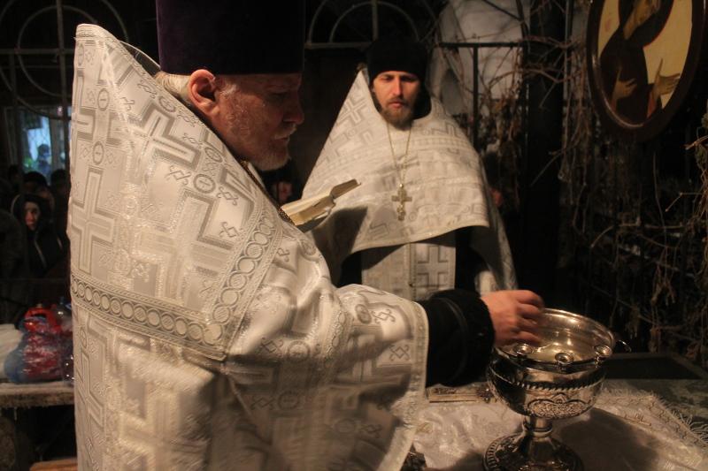 Во Иордане крещающуся Тебе, Господи...