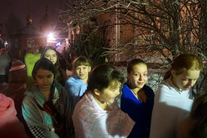 Воспитанники школы прп. Сергия Радонежского приняли участие в празднике Крещения Господня