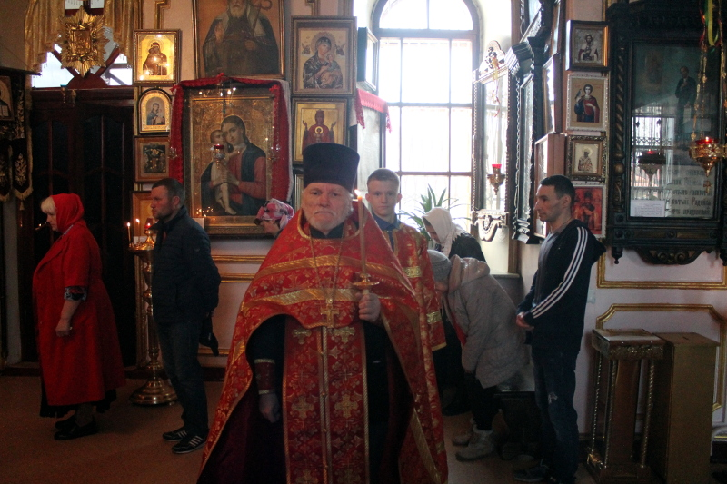 Божественная литургия в первое воскресенье после Пасхи в храме Всех Святых