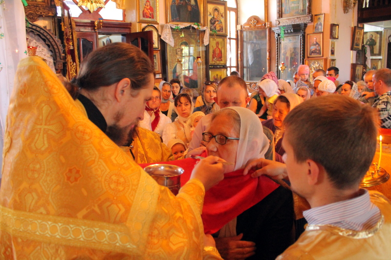 Божественная Литургия в день Собора Всех Святых в земле Российской просиявших