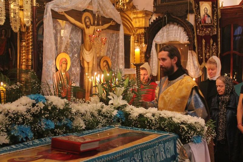 Чин погребения Плащаницы Пресвятой Богородицы в храме Всех Святых