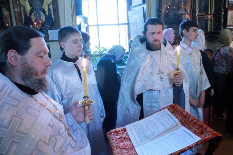 Троицкая родительская суббота в храме Всех Святых