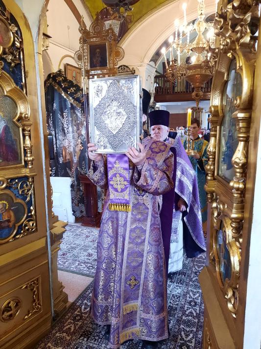 Божественная Литургия в неделю Крестопоклонную