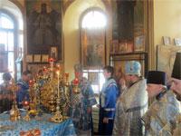 В алтаре храма в день Иверской иконы Божьей Матери