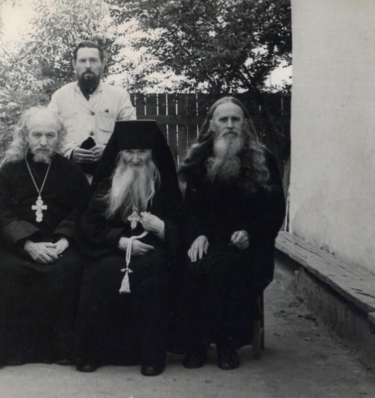 Преподобноисповедник Севастиан Карагандинский с сослужащим духовенством