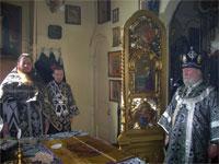 Владыка Гурий в алтаре Храма Всех Святых